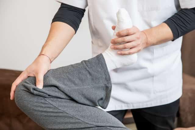 筋肉の緊張を和らげて骨のバランスを整える施術です