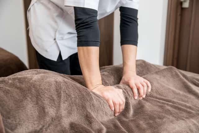 全身の骨格バランスを整えて辛い症状を改善します