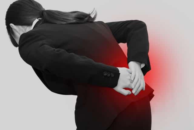長時間同じ姿勢を続けることも腰痛の原因になります