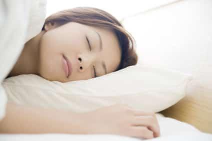 姿勢の悪さや身体の冷えも寝違えの原因になります